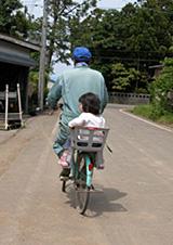 孫と自転車
